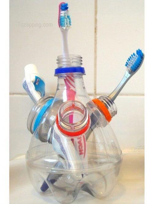 пластмасовите бутилки са подходящи за изработване на поставка за четки за зъби