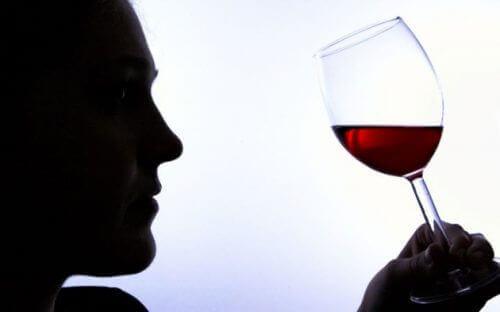 6 признаци на пристрастяване към алкохола