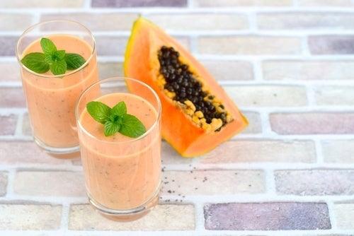 смути от папая против стомашни киселини