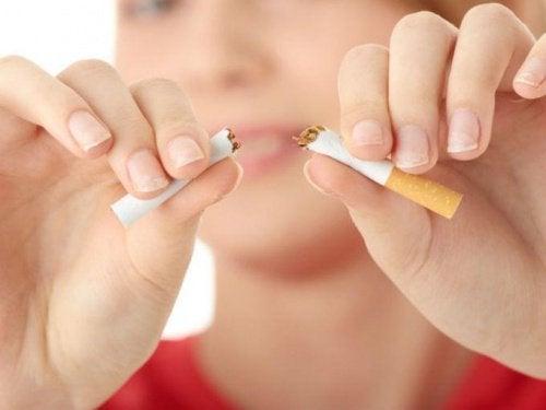 Спрете цигарите с тези 15 психологически съвета