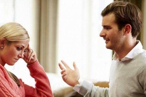 не трябва да търпите унижение от страна на партньора