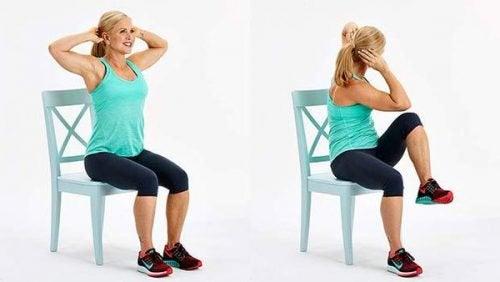 упражнения със стол - повдигане на коленете