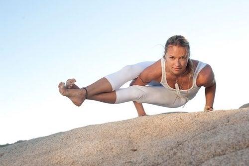 йога пози с лицева опора