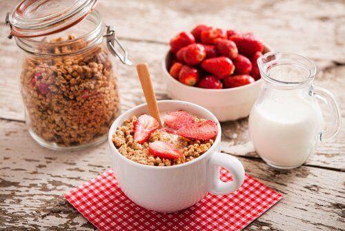 За да имате по-плосък корем, обърнете внимание на закуската