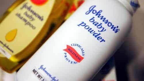 Johnson & Johnson трябва да платят 417 милиона долара, тъй като тяхна пудра е свързана с появата на рак
