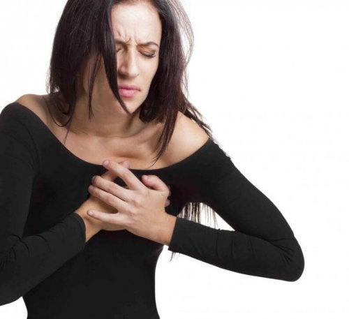 Високото ниво на холестерола понякога е фактор за появата на болката в гърдите