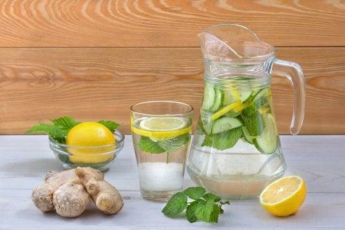 Детоксикираща вода при пречистване на тялото от излишната захар