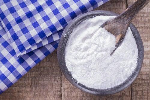 почистете кожата си с хлебна сода
