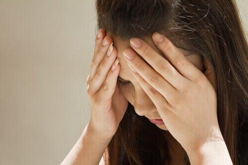 Има пряка връзка между липсата на серотонин и мигрената