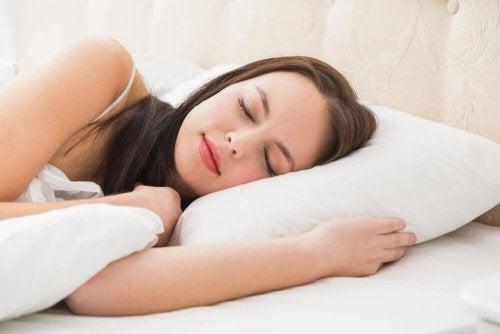 важно е да имате пълноценен сън, за да подобрите краткосрочната памет