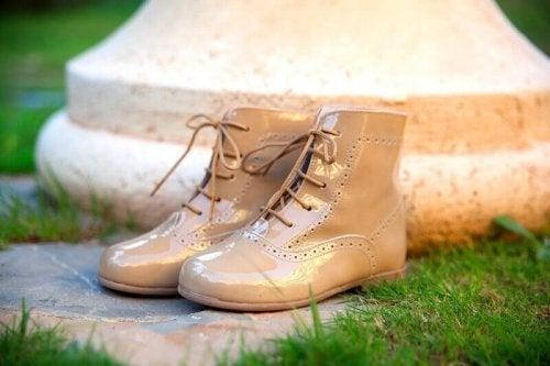 портокал и почистване на обувките