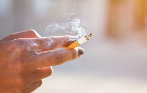 пушенето води до поява на гингивит