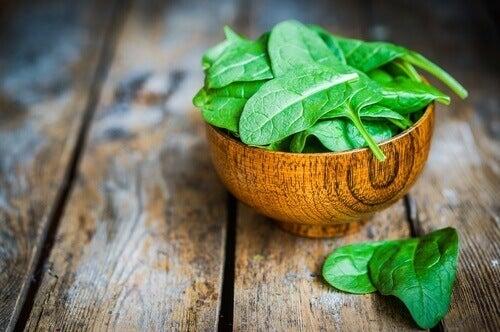 спанакът е от зеленчуците, богати на протеини