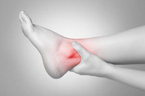 трениране на мускулите и лезиите на глезена