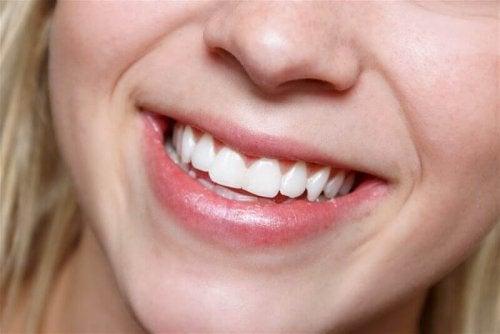 бели зъби и бадеми