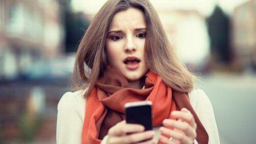 за добър сън изключете мобилния си телефон