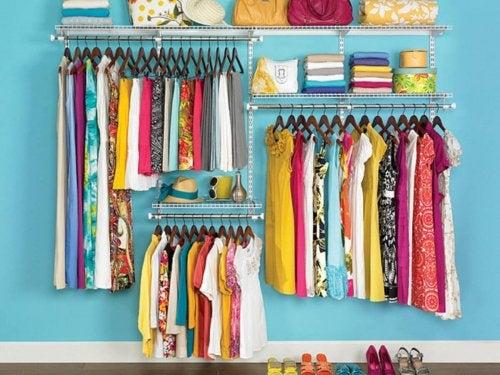 подреждайте дрехите си, за да имате чиста къща