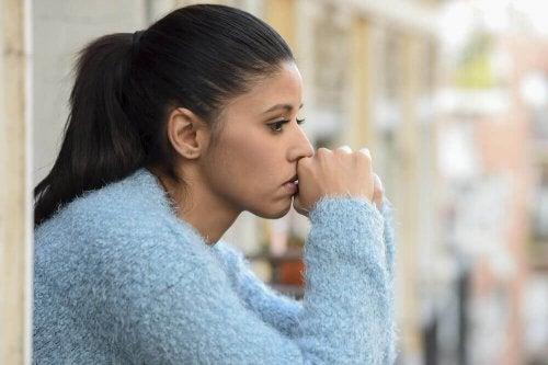 факторите от външната среда активират чувството на тревожност