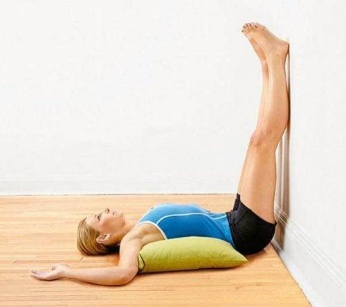 упражнение срещу стената при болка в краката