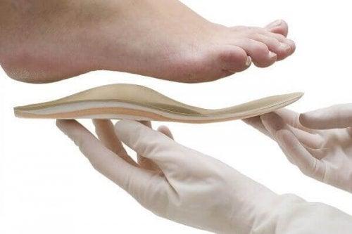 слагайте на обувките с токчета ортопедични стелки