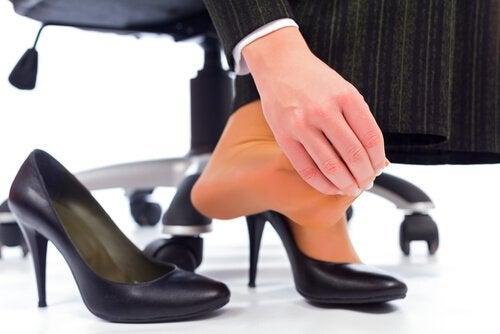 неправилните обувки причиняват планетарен фасцит