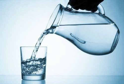 Ако нивата на кръвната ви захар са високи, имате нужда от вода