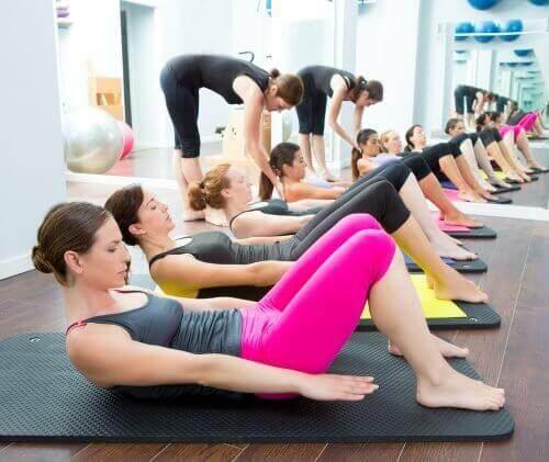 Правете йога против болка в коленете