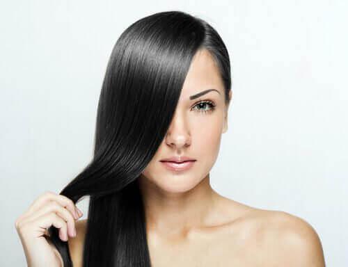 за изправяне на косата е нужно да поддържате скалпа здрав