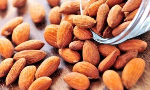 здрава кожа и бадеми