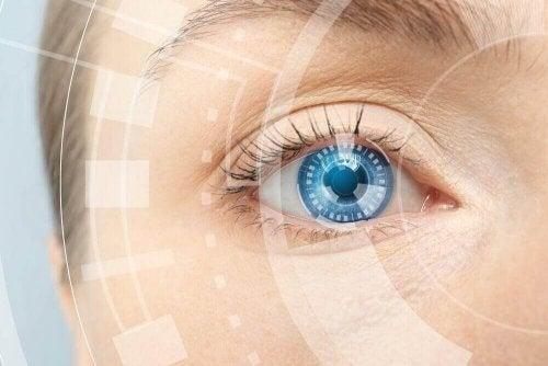 Трикове за подмладяване на кожата около очите