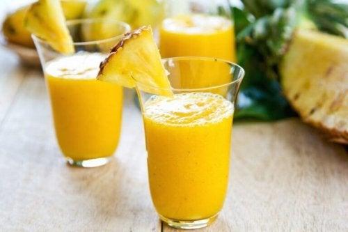 ананас при задържане на течности