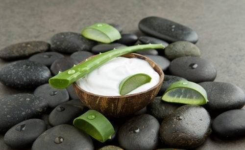 Крем за петна по ръцете с кокосово мляко