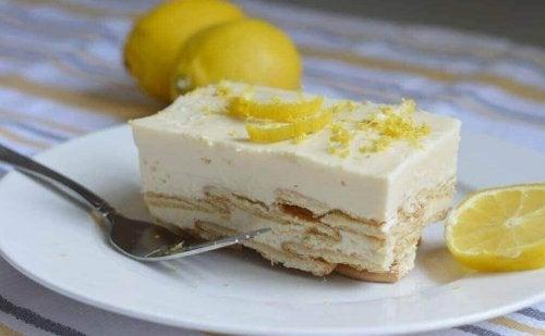 Кралски десерт: лимонова шарлота