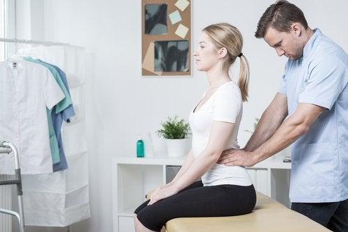 Масаж за справяне с болката в долната част на гърба