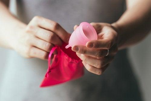 менструалната чашка трбва да бъде измита преди всяко ползване
