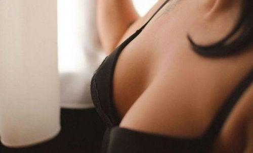 промяна в гърдите в следствие на хормонален дисбаланс