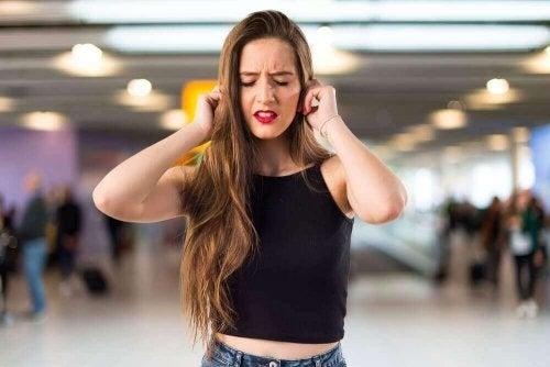 Какво означава шумът в ушите?