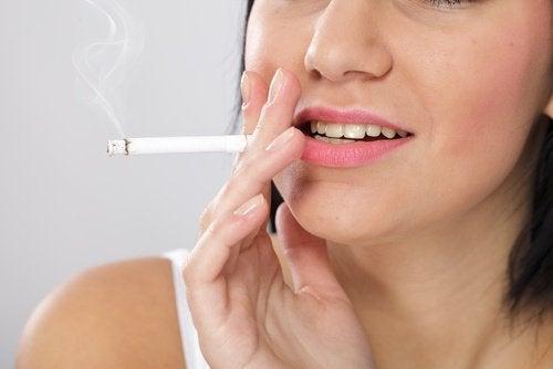 един от митовете на цигарите е, че ако сте здрави, те не пречат