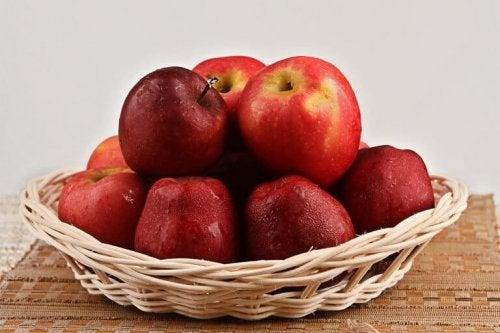 ябълки против задържане на течности