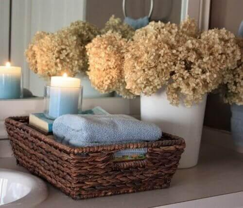 кошниците за вашата баня са чудесен начин да организирате кърпите