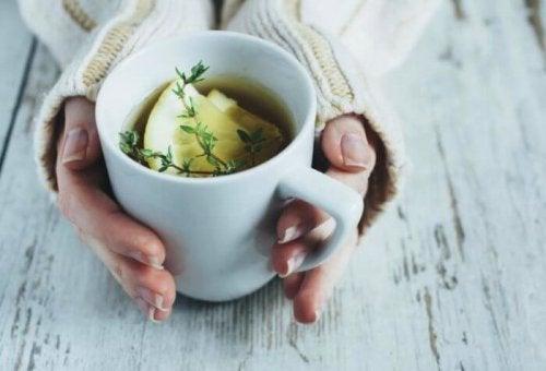 натурален билков чай, който ще ви помогне да заспите