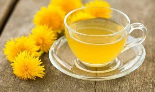 чай от глухарче против бръчките около очите