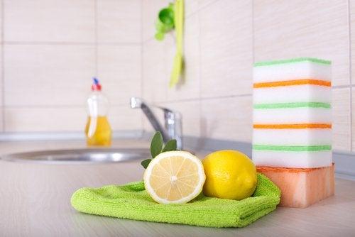 използвайте лимоните като дезинфектант
