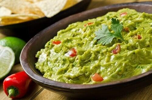 Опитайте тази вкусна рецепта за домашно приготвено гуакамоле