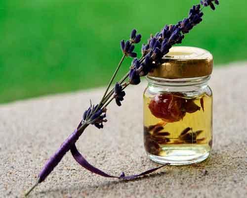 Етеричното масло на лавандулата крие редица ползи.