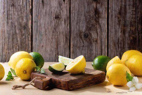 използвайте лимоните за премахване на петната