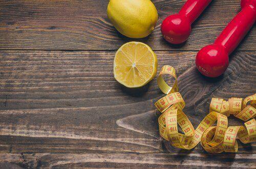 използвайте лимоните, за да отслабнете