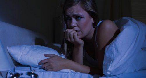 Опознайте симптомите на паническите атаки през нощта