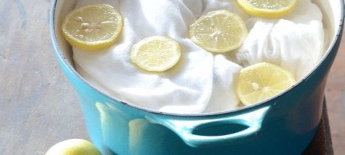 използвайте лимоните за почистване на петна по дрехите