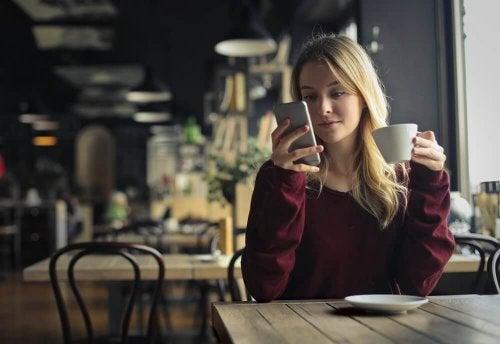 номофобия - да преглеждаш телефона си във всеки удобен момент